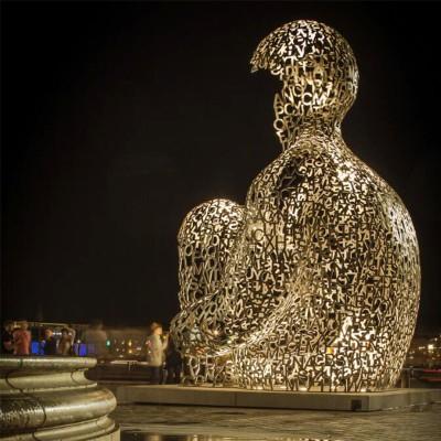 思考者字母不锈钢雕塑