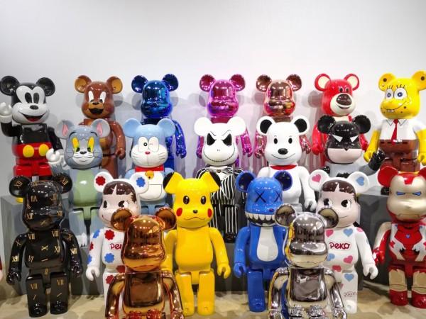 kaws雕塑出新款了,玻璃钢积木熊雕塑这些造型你见过吗?