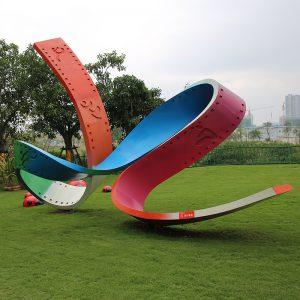 彩色不锈钢雕塑的特点有哪些?