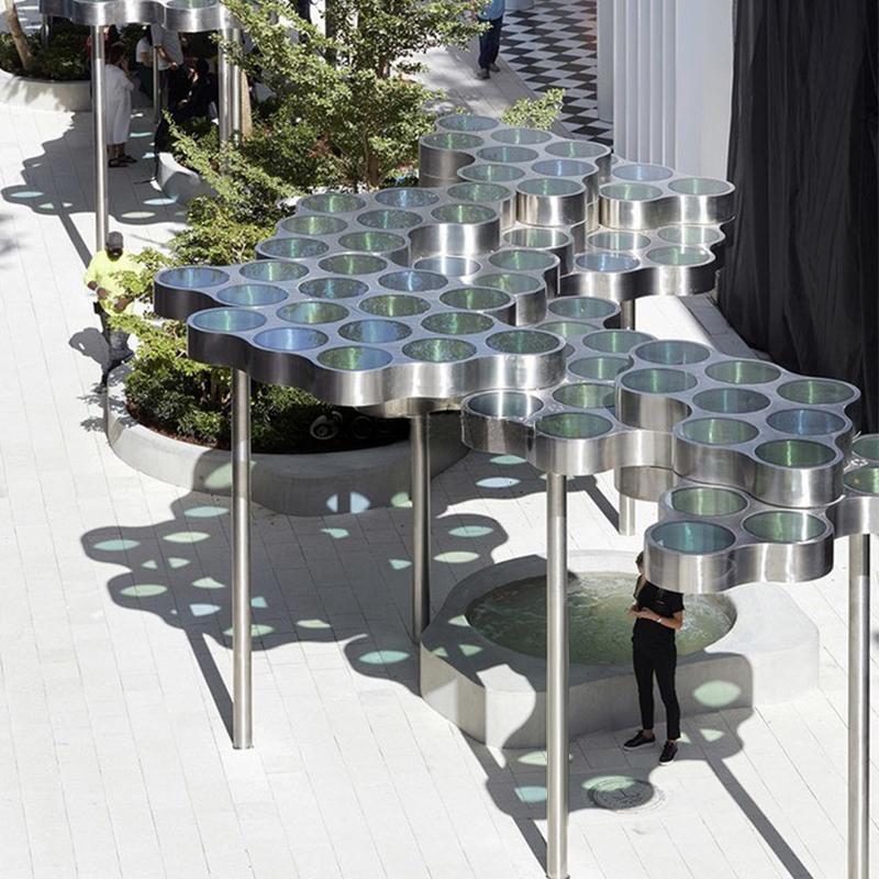 这样有创意的不锈钢亭子你见过吗?