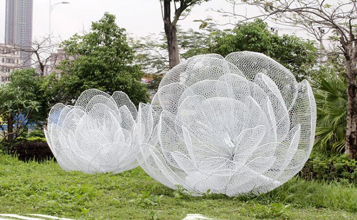 不锈钢镂空花朵雕塑,美的冒泡的雕塑!