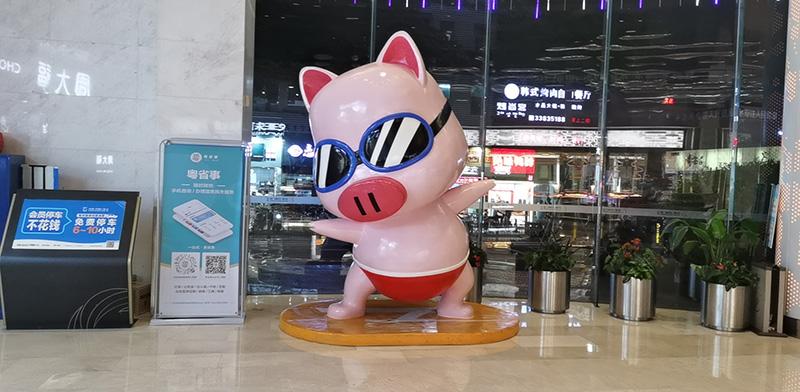 玻璃钢小猪雕塑案例