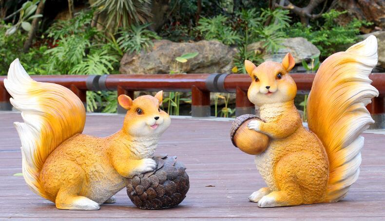 小松鼠玻璃钢雕塑,室外花园景观雕塑摆件!