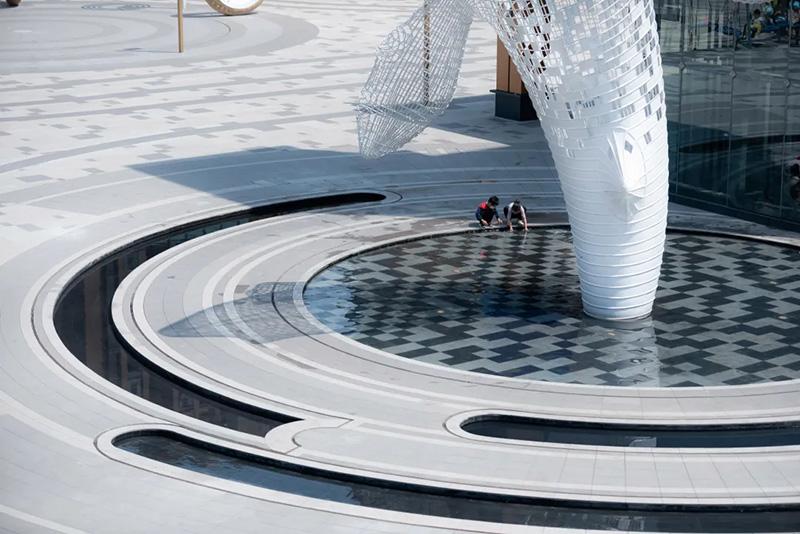 不锈钢镂空鱼雕塑案例