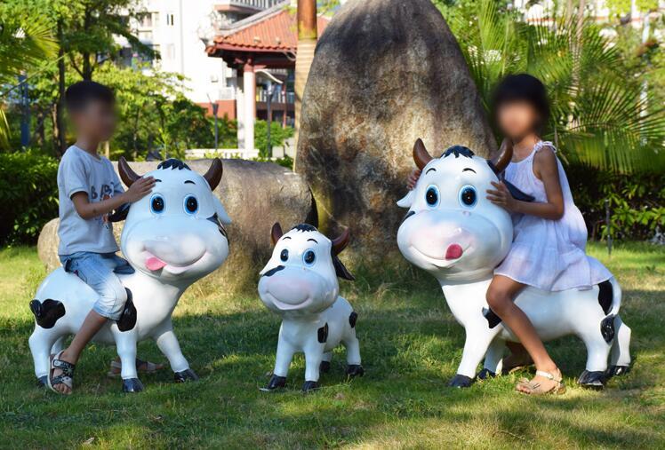 玻璃钢卡通奶牛动物雕塑