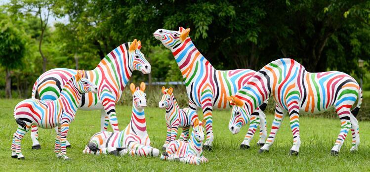 园林景观雕塑,彩绘斑马玻璃钢雕塑!