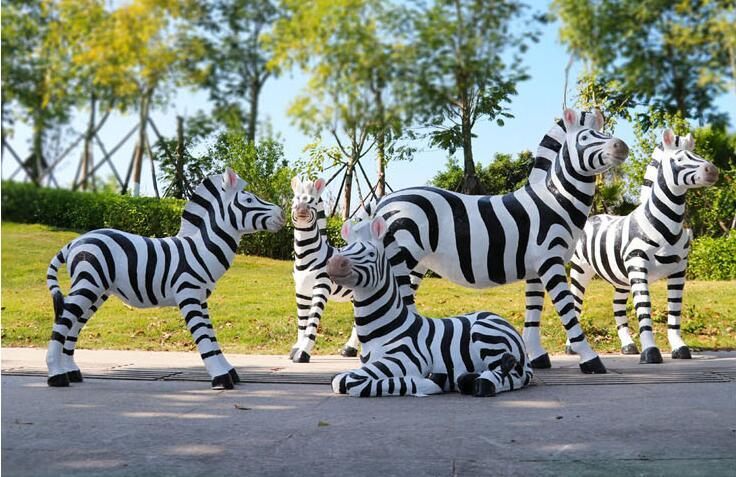 玻璃钢仿真斑马雕塑,自然艺术色彩的结合!