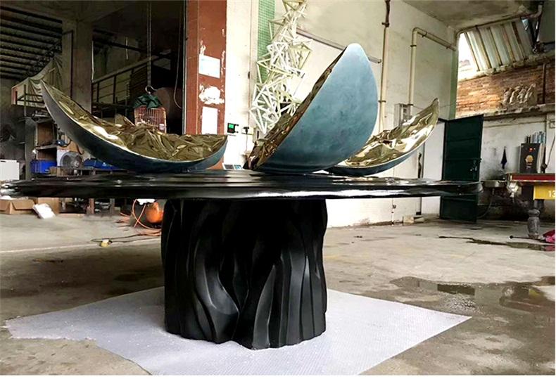 玻璃钢电镀花瓣景观广场雕塑