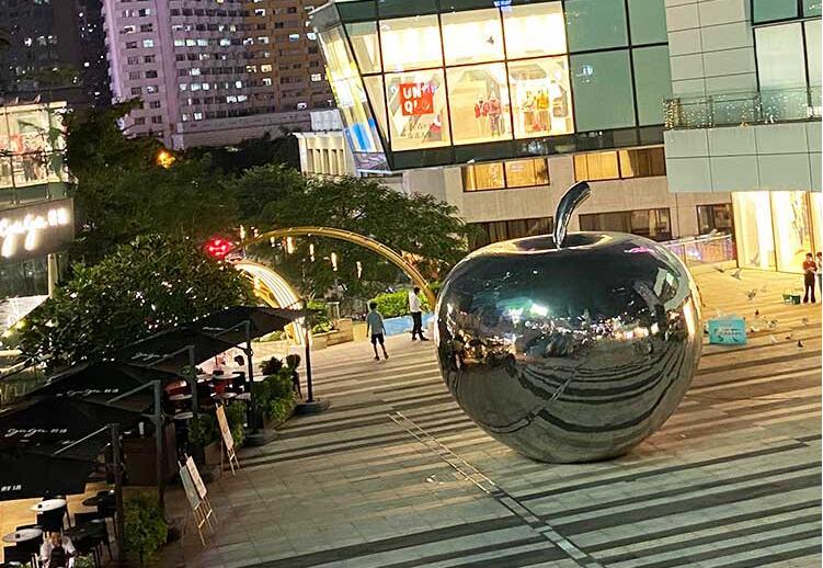 不锈钢苹果雕塑,广场最亮的那颗心!