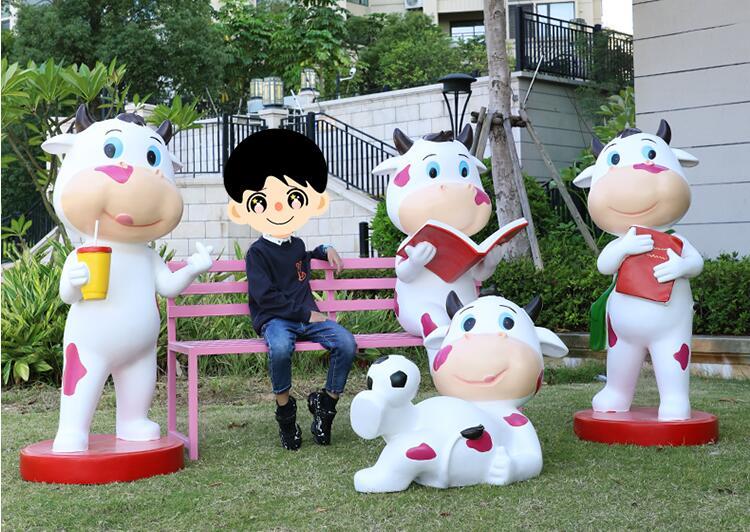 玻璃钢卡通萌牛雕塑摆件,牛年春节吉祥物雕塑!