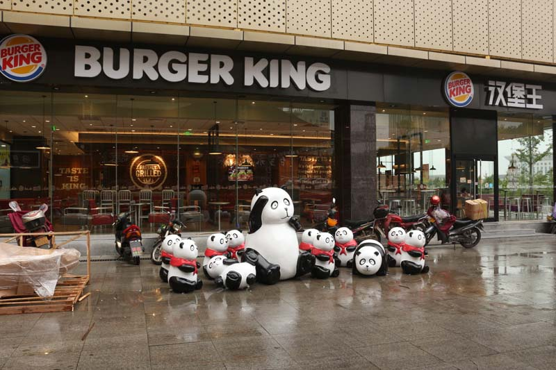 商业街广场熊猫玻璃钢雕塑