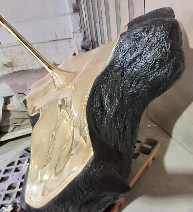 广东项目玻璃钢异形水滴造型雕塑制作完成