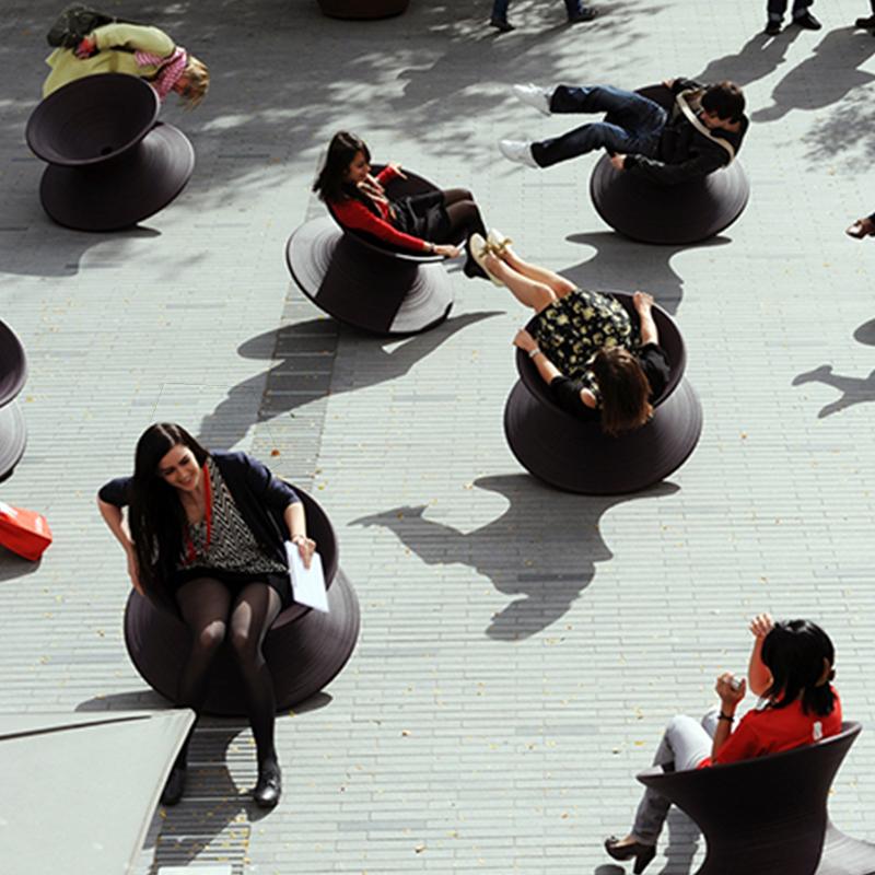玻璃钢陀螺座椅户外公园休闲椅儿童360度旋转坐凳
