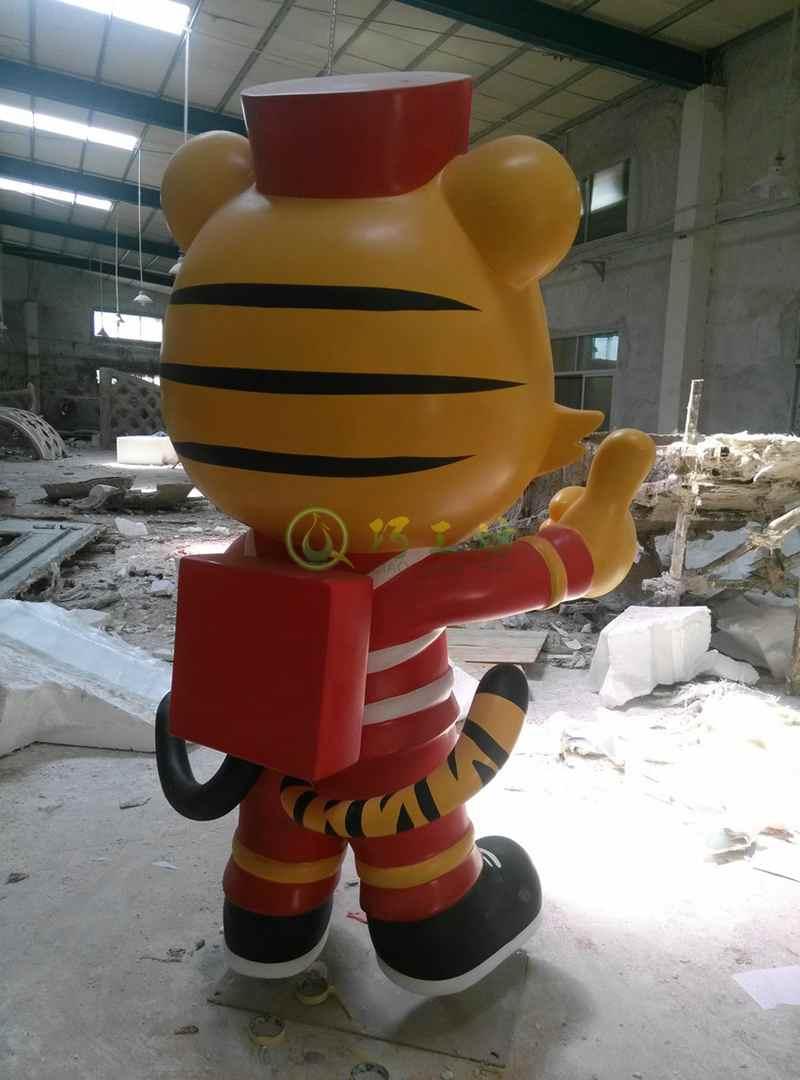 玻璃钢卡通老虎雕塑消防员动物摆件